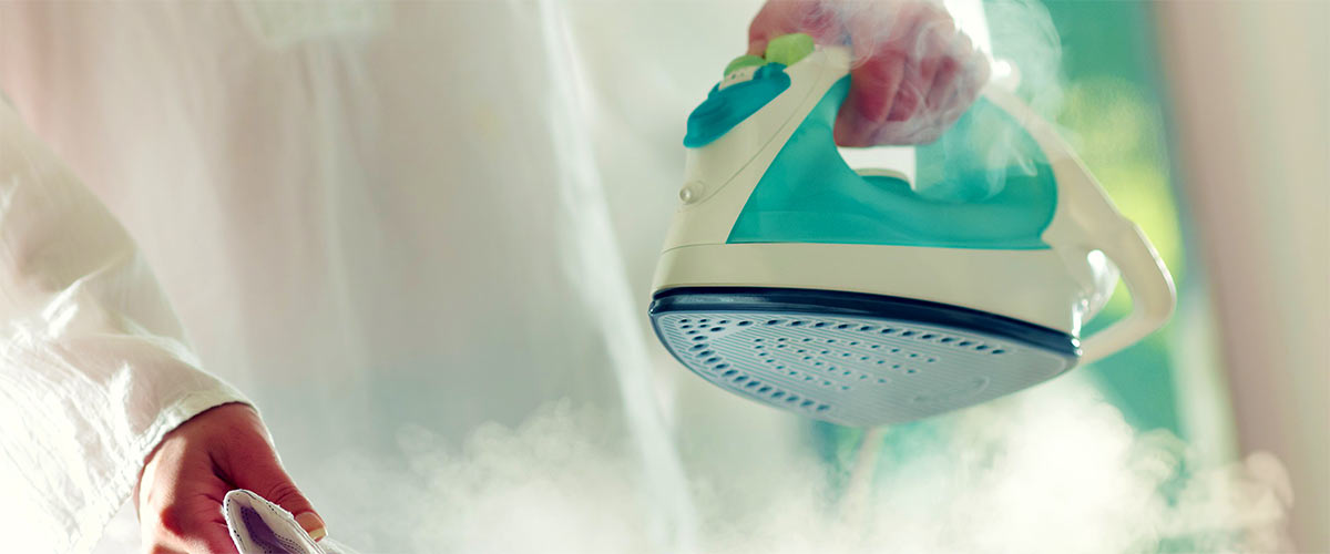 Как правильно очистить утюг от накипи и не испортить его