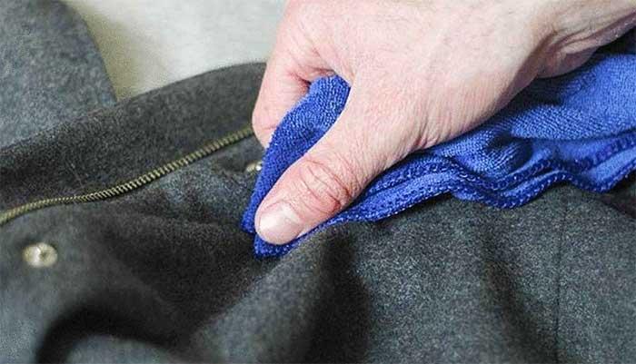 Правильный метод чистки пальто