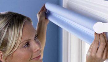Как снять рулонные шторы с окна для стирки или чтобы помыть