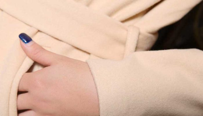 Как стирать кашемировое пальто в стиральной машине и вручную