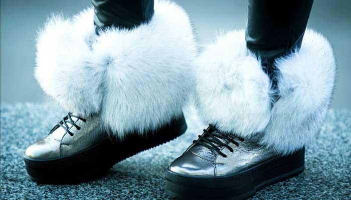 Чистка обуви с белым мехом