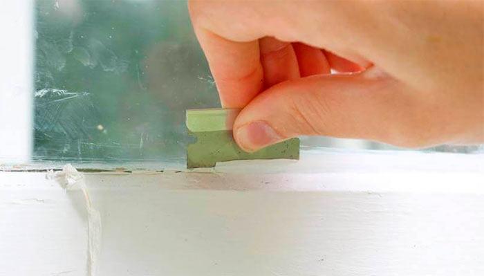 Малярная лента на стекле