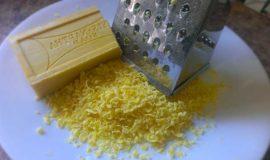 Натираем хозяйственное мыло
