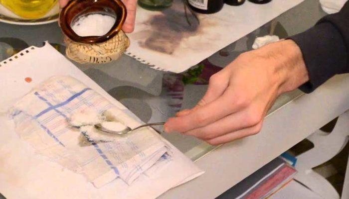 Как удалить жирное или масляное пятно с бумаги (тетради, документа)