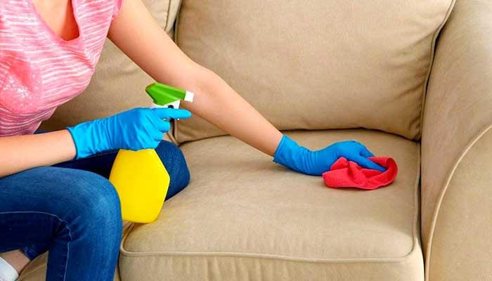 Очистка дивана из кожи
