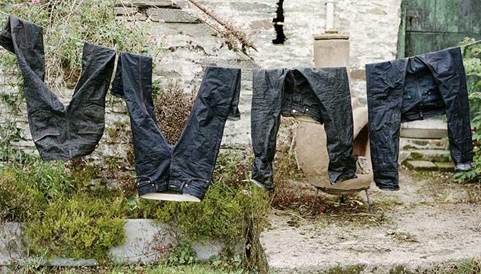 Сушатся джинсы