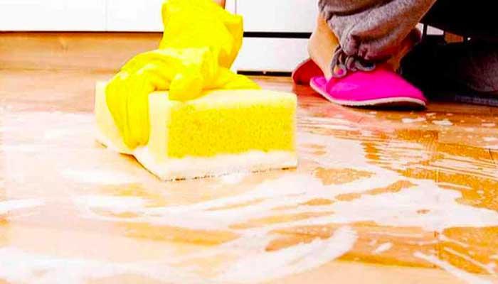Мытьё линолеума мылом
