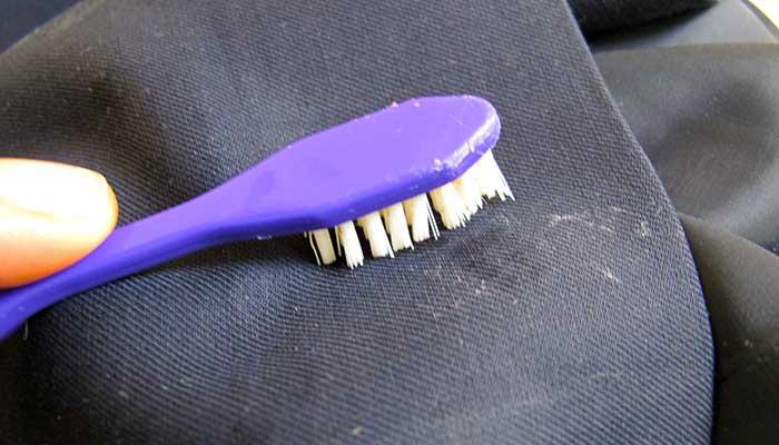 Очистка зубной щёткой